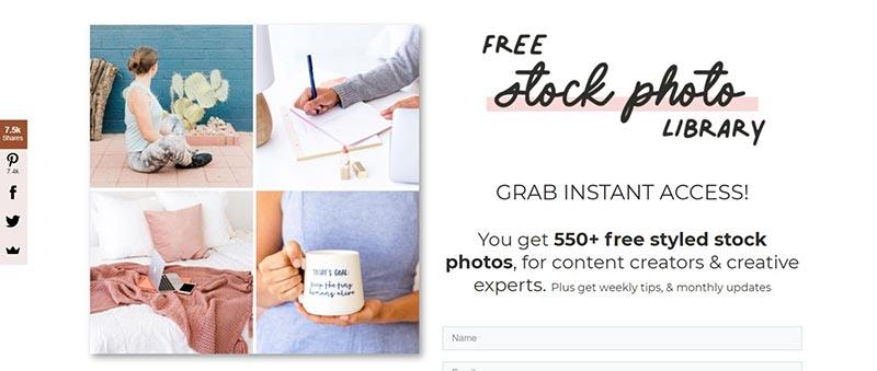 Schermafbeelding van IvoryMix.com, waar je 500 gratis rechtenvrije foto's krijgt in ruil voor inschrijving op de nieuwsbrief.